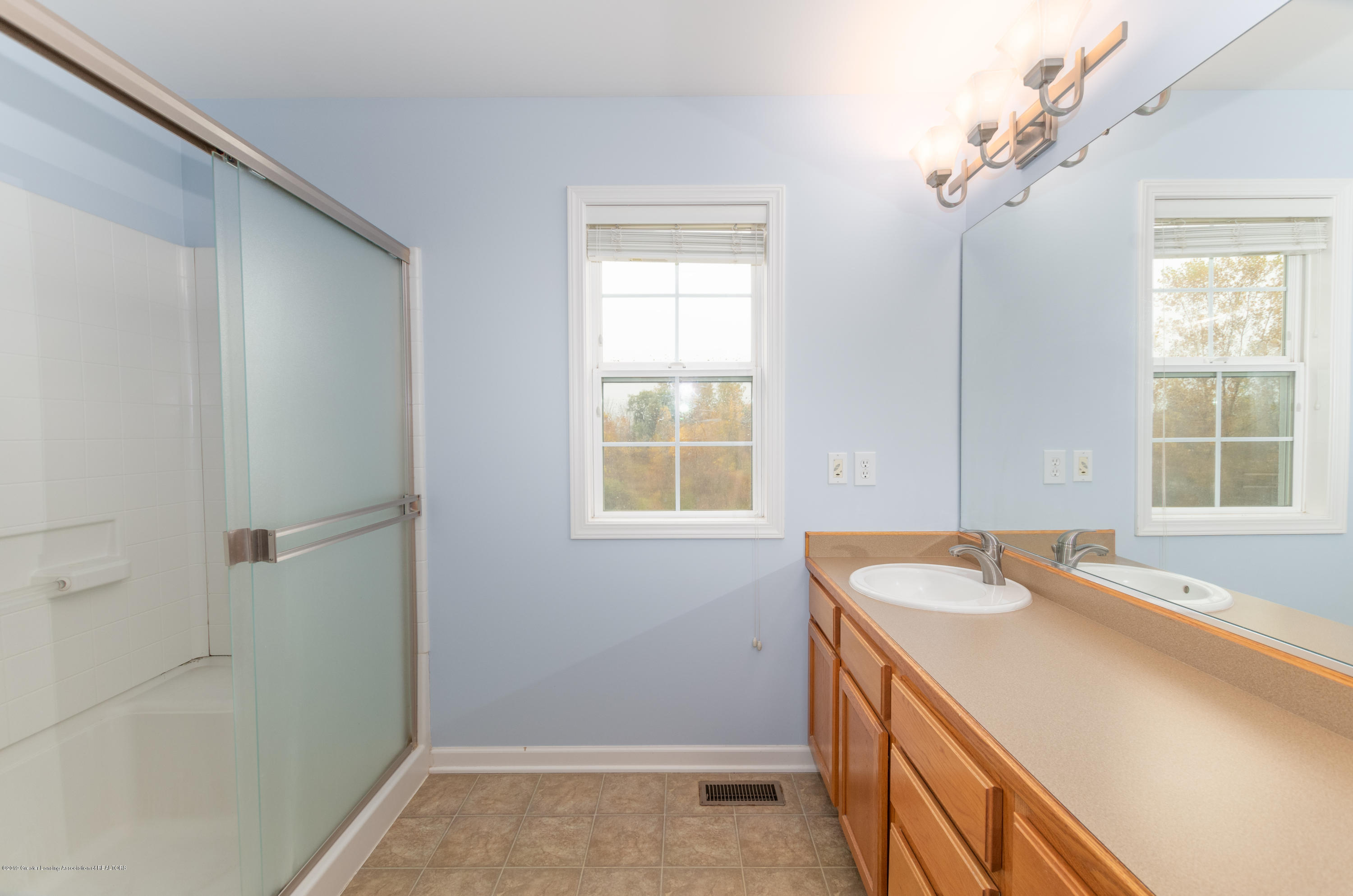 2733 Elderberry Dr - Master Bathroom - 19
