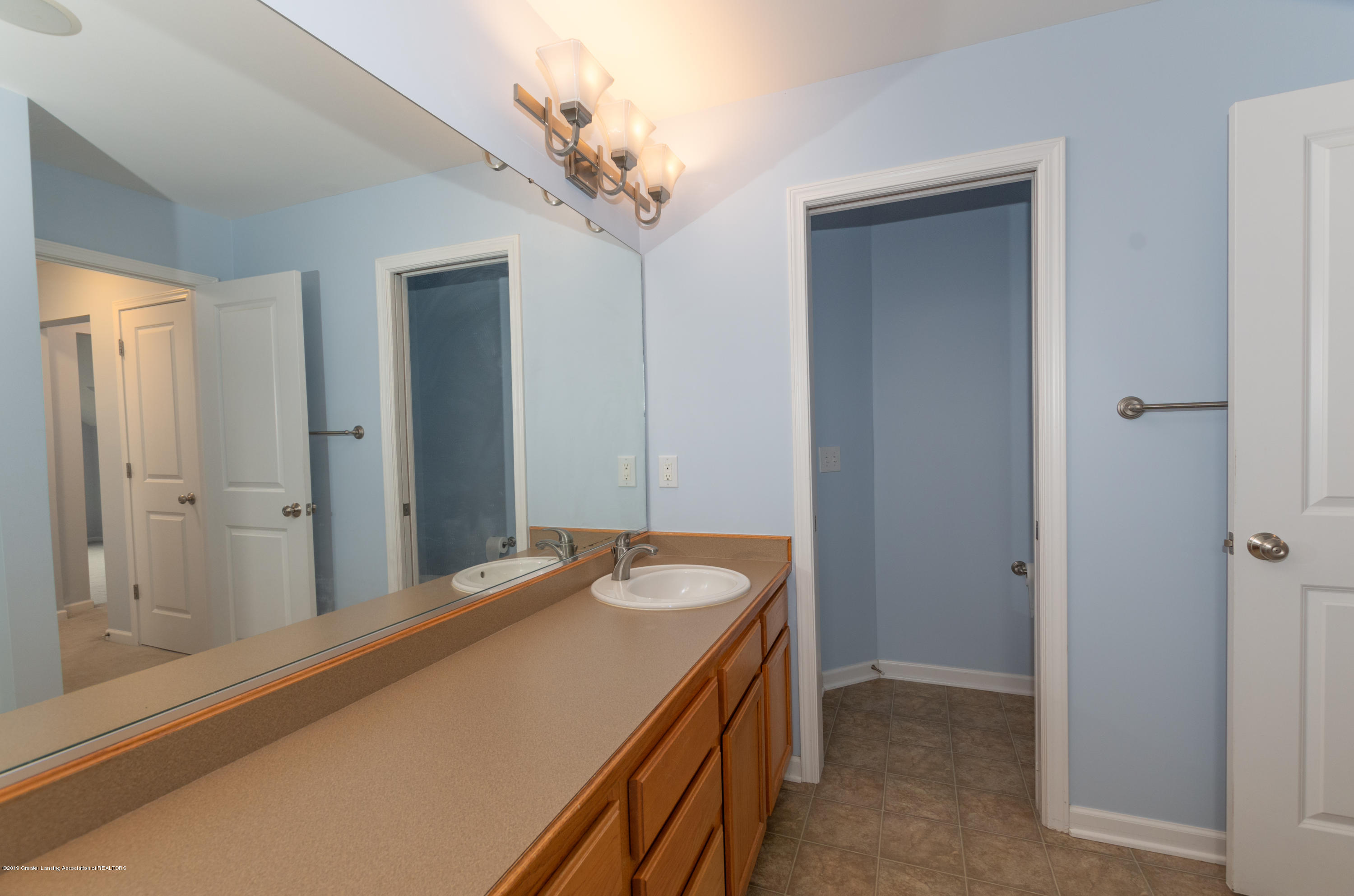 2733 Elderberry Dr - Master Bathroom - 18