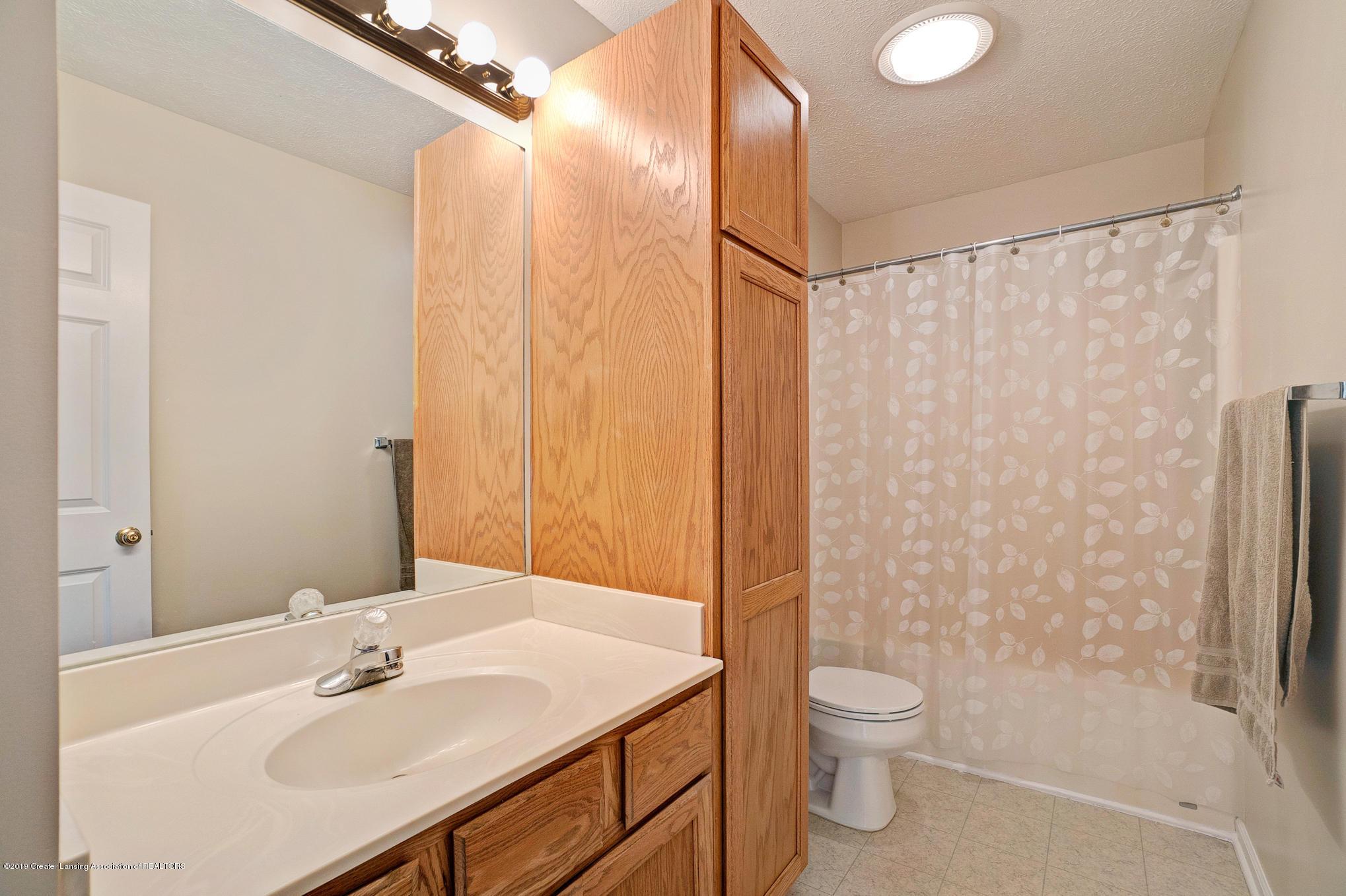 13545 Hunters Crossing - Upper Level Full Bathroom - 25