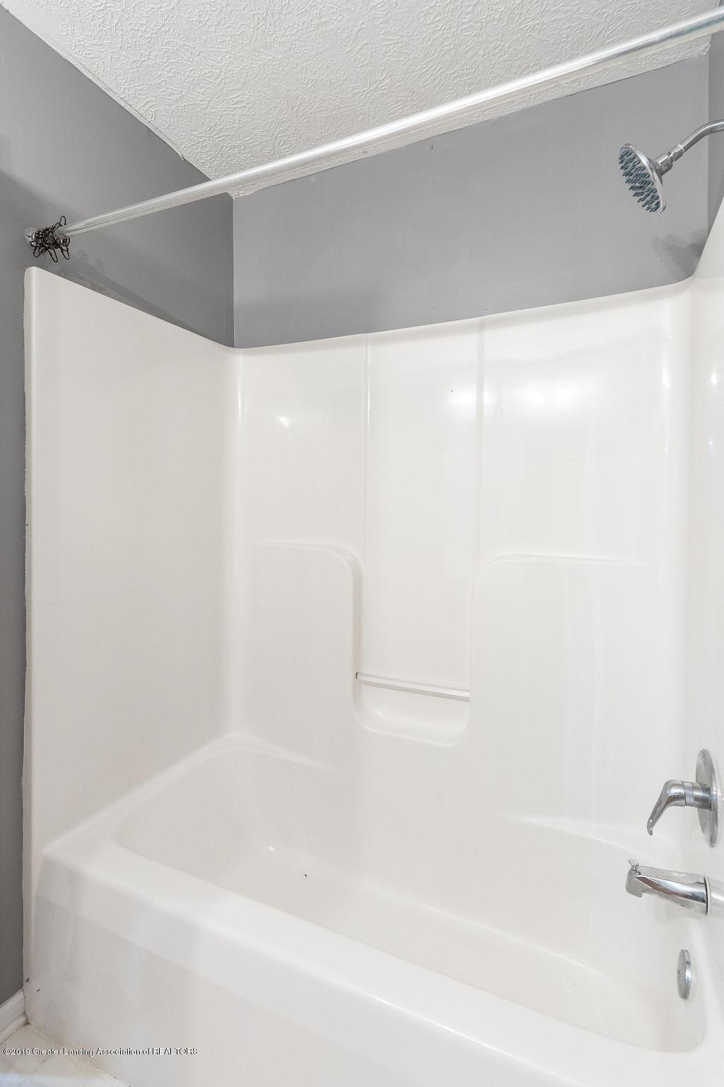1439 Karlin Ct - Hall Bath - 19