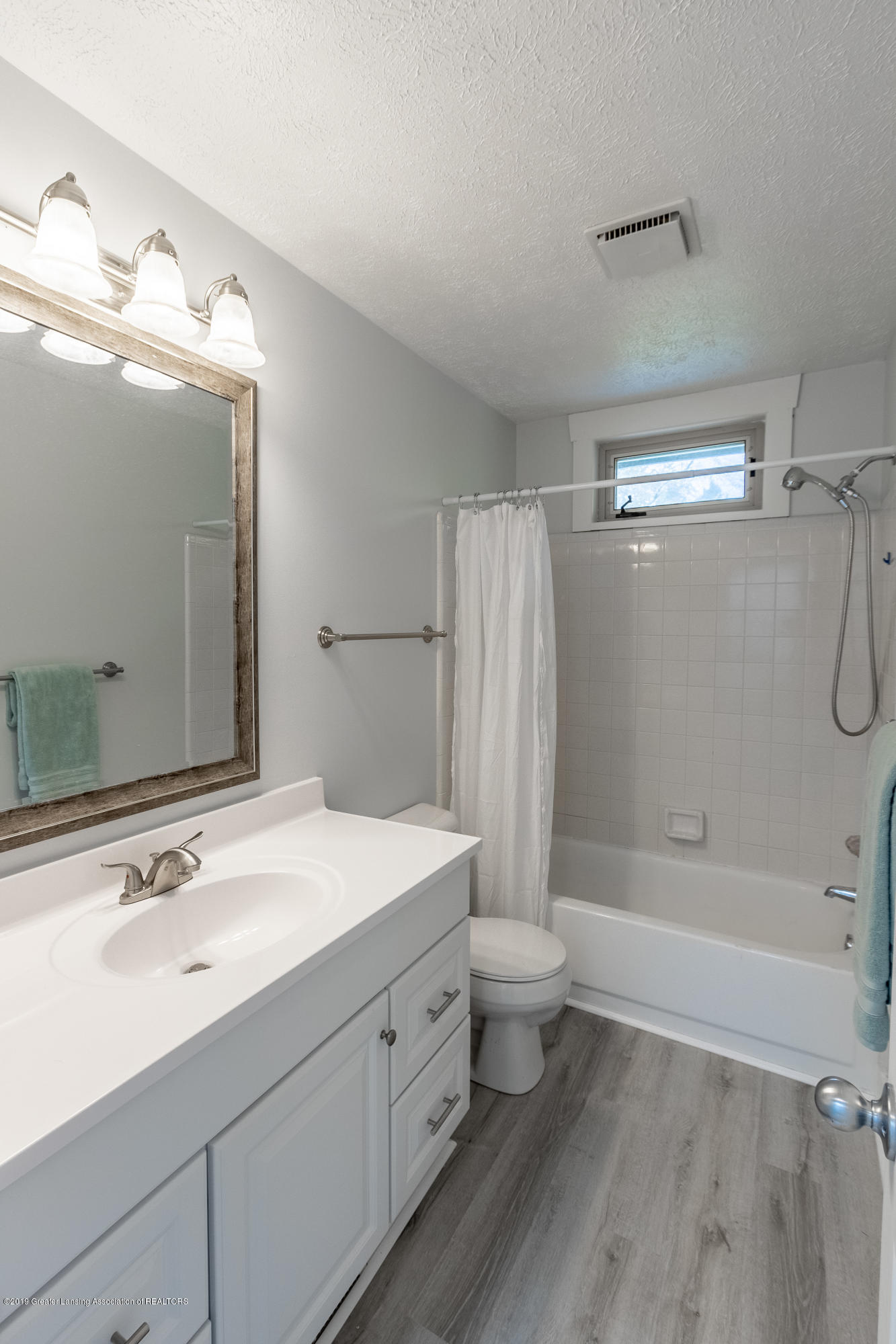 1322 Sebewaing Rd - Main bathroom - 41