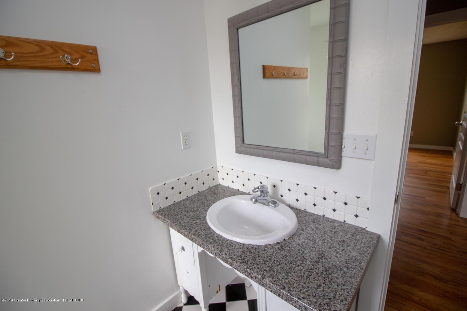 1562 S Waverly Rd - 1st bath sink - 21