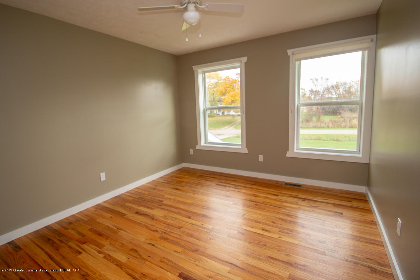 1562 S Waverly Rd - 1st bedroom - 3