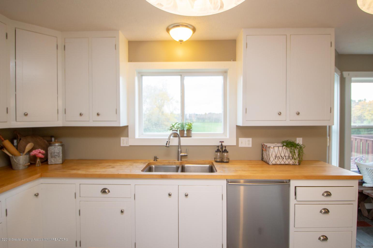 1562 S Waverly Rd - kitchen sink - 4