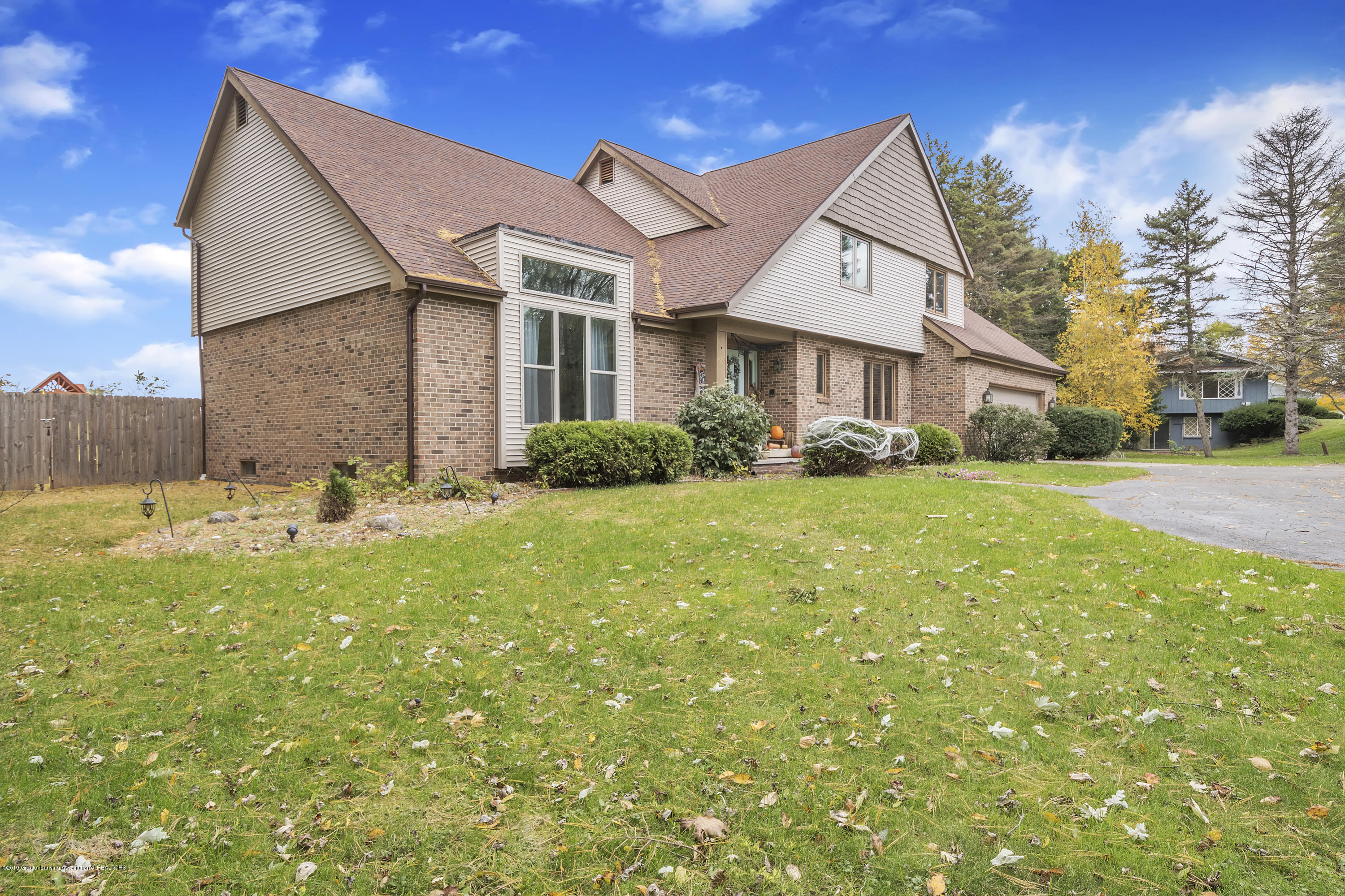 9330 Looking Glass Brook Dr - 9330-Looking-Glass-Brook-Grand-Ledge-win - 48