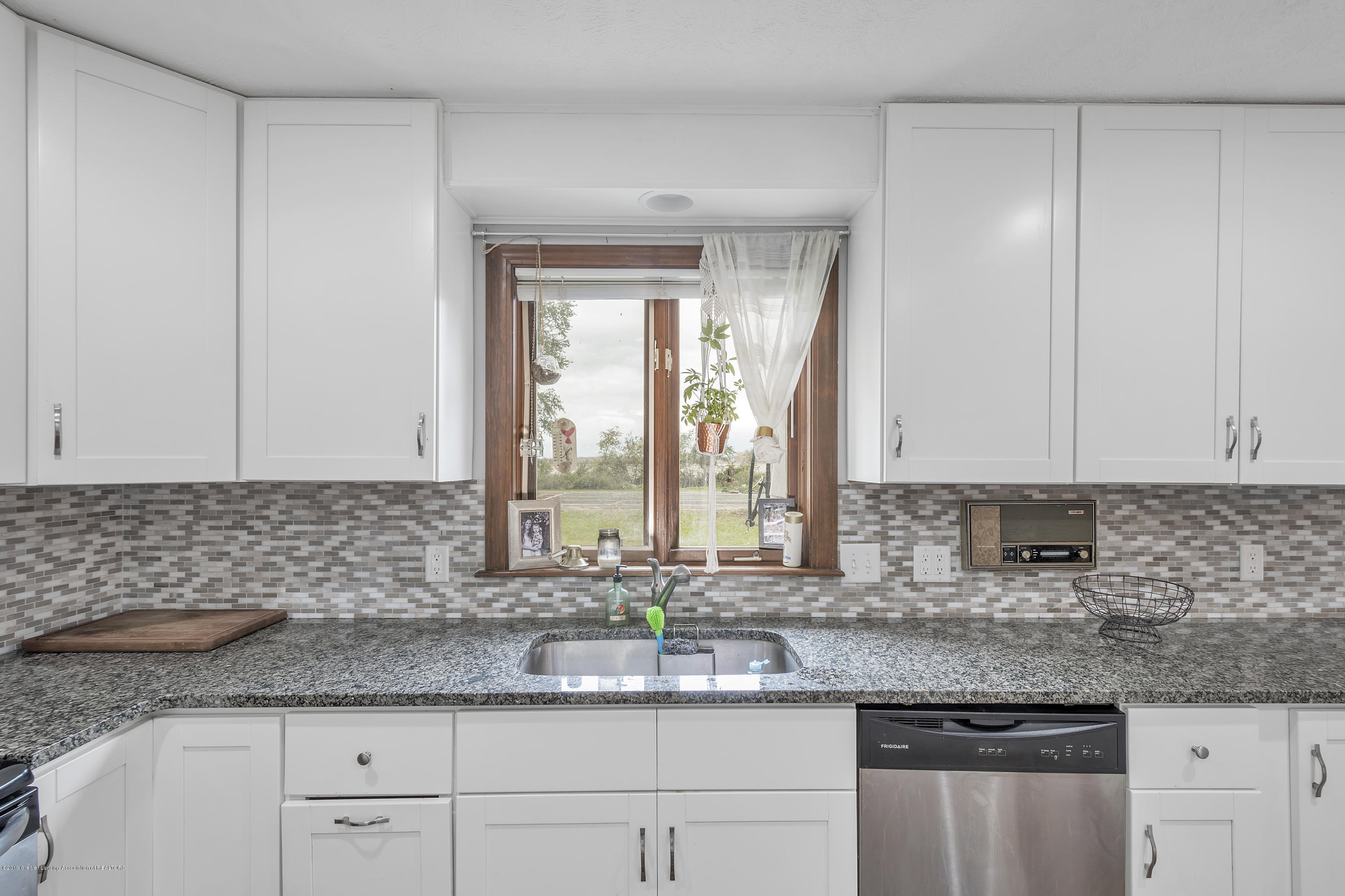 9330 Looking Glass Brook Dr - 9330-Looking-Glass-Brook-Grand-Ledge-win - 8