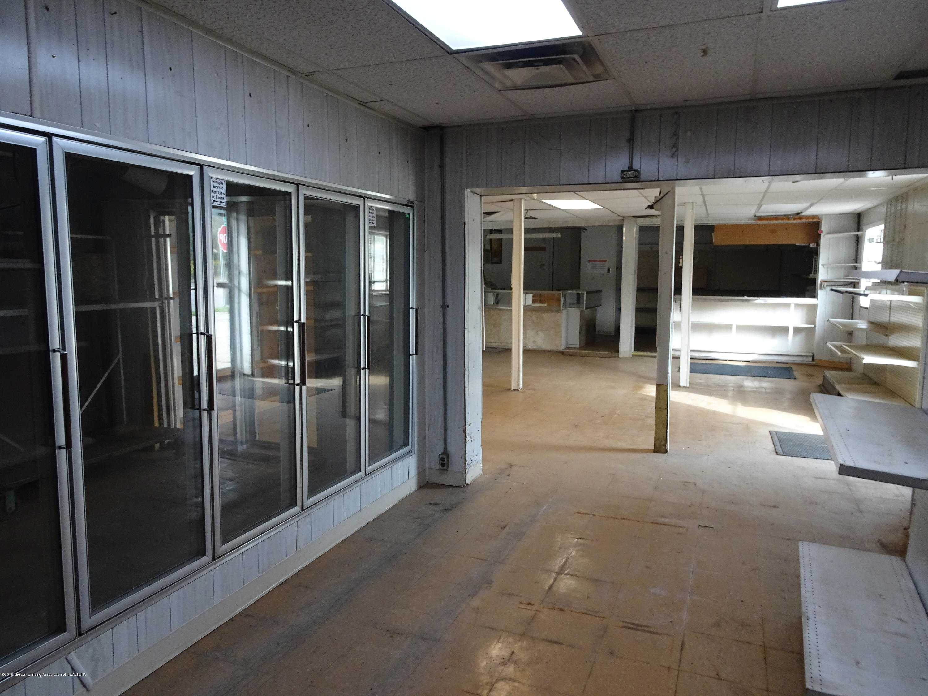 906 W Grand River Ave - Inside of Building - 5