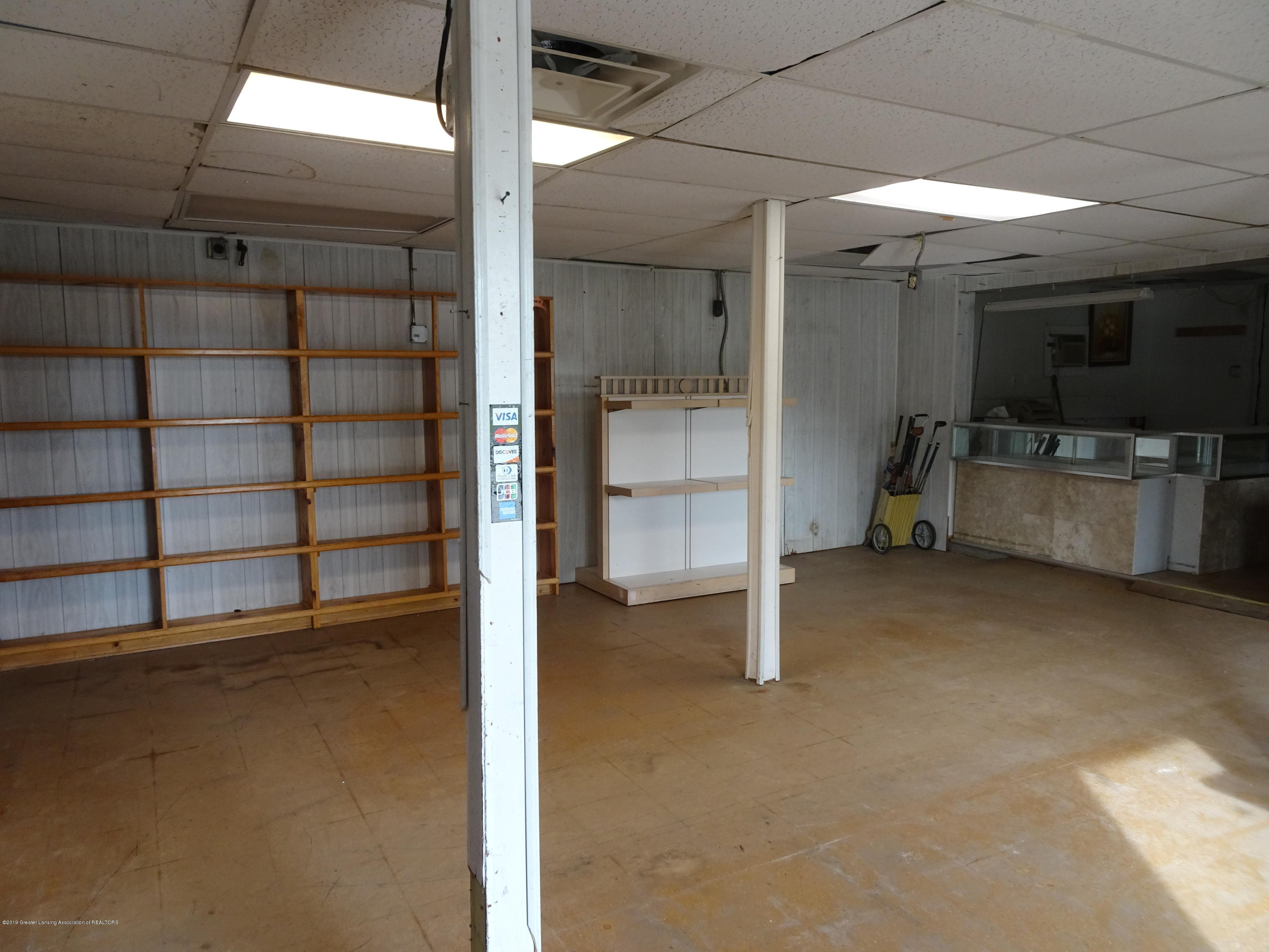 906 W Grand River Ave - Inside of Building - 6
