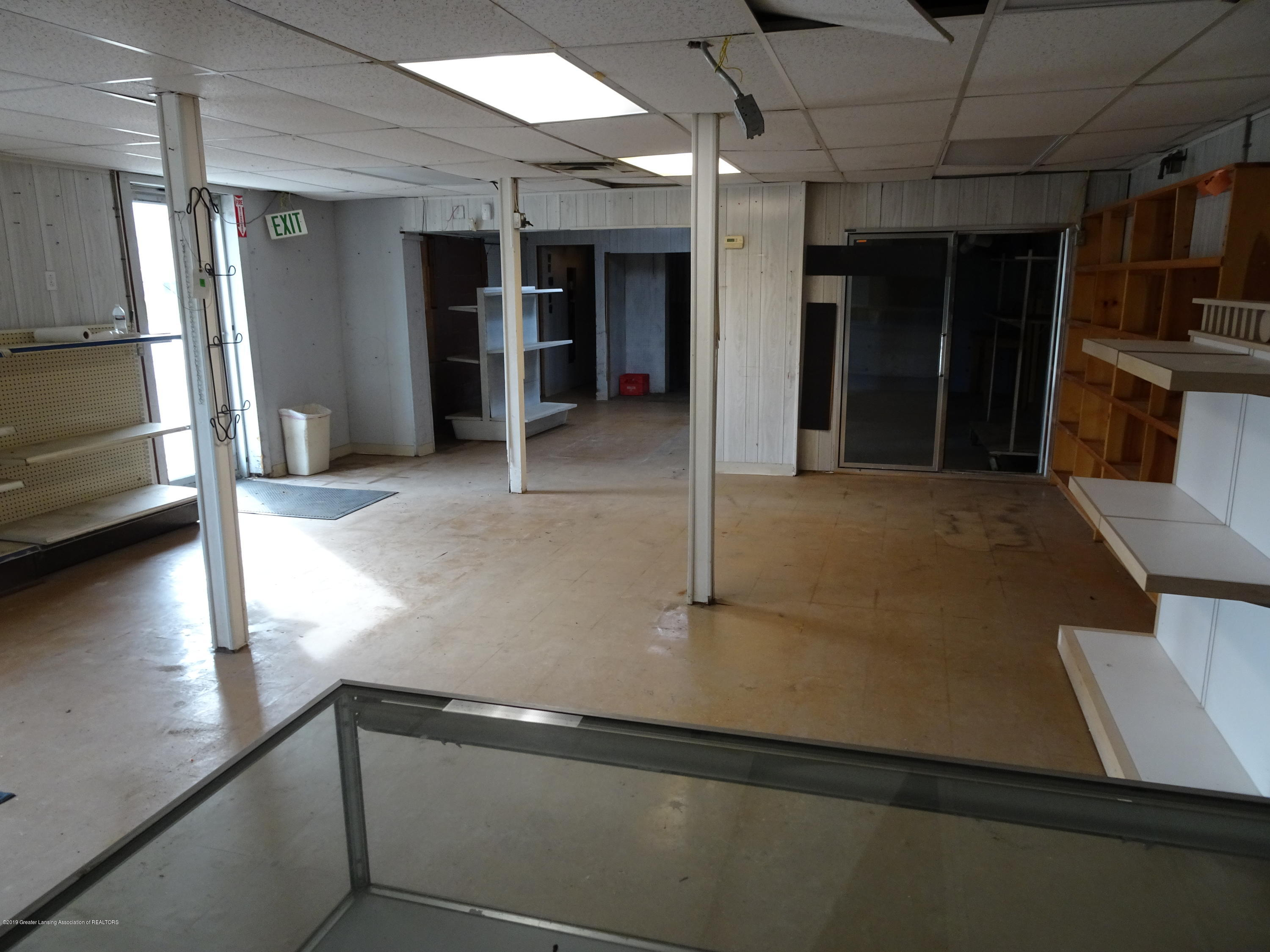 906 W Grand River Ave - Inside of Building - 8