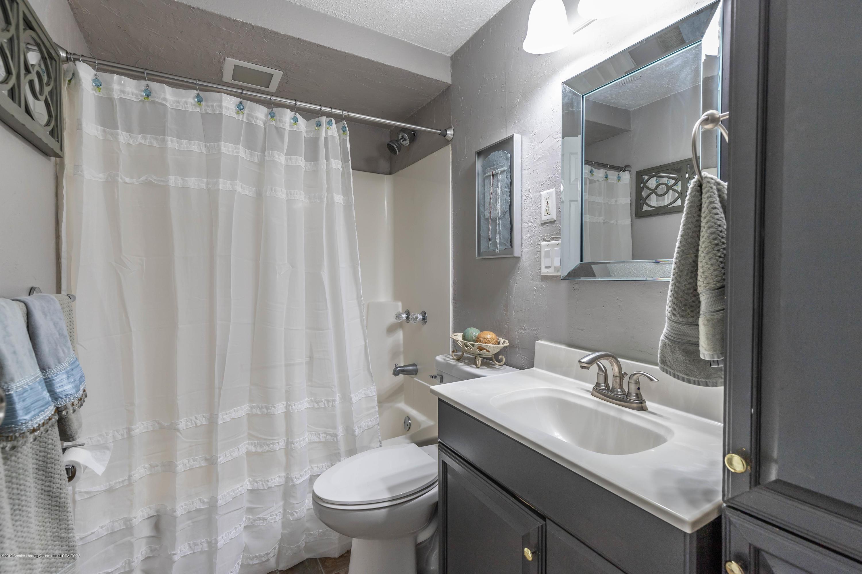 815 Pine St - Bathroom - 23