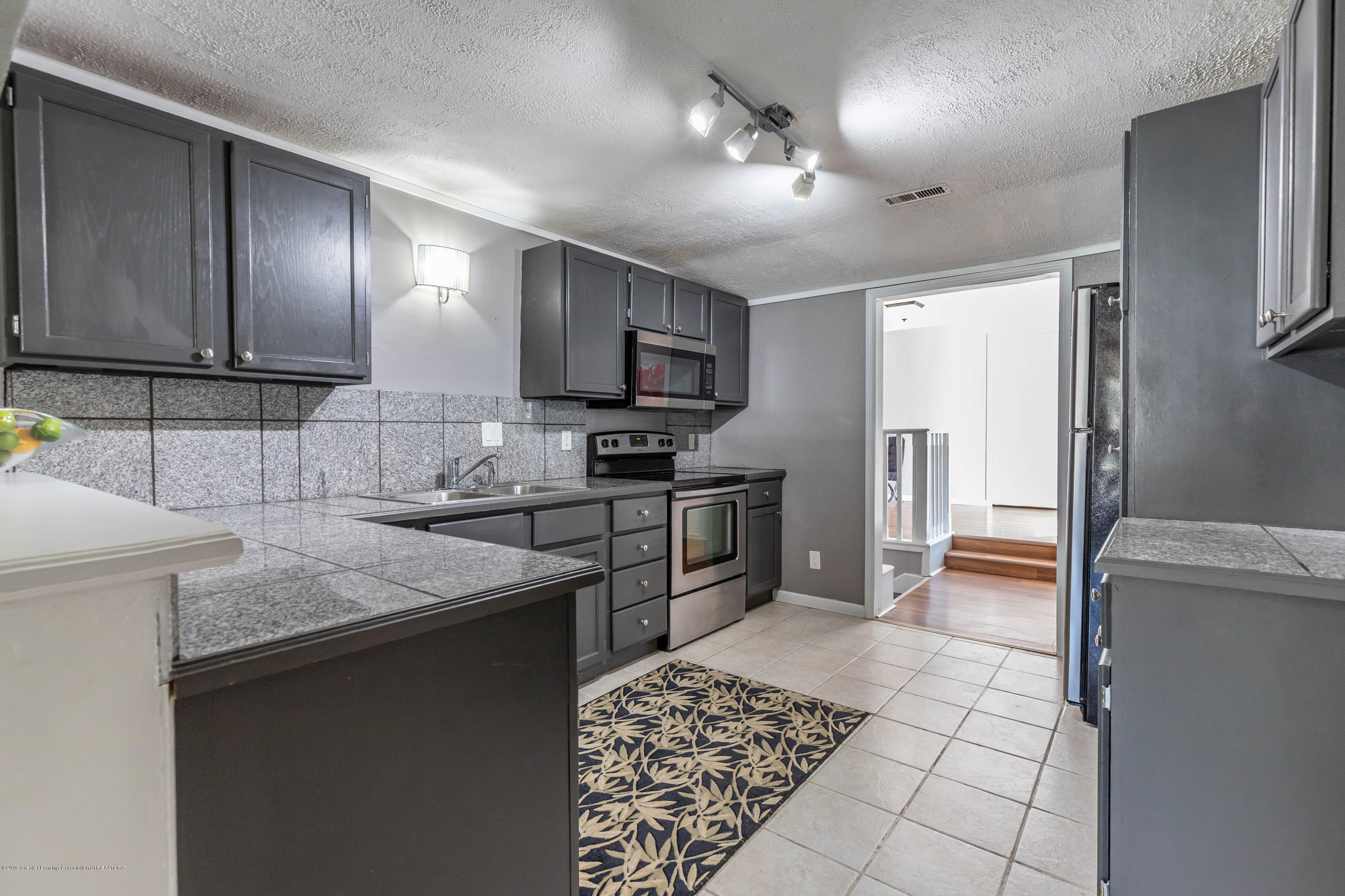815 Pine St - Kitchen - 8