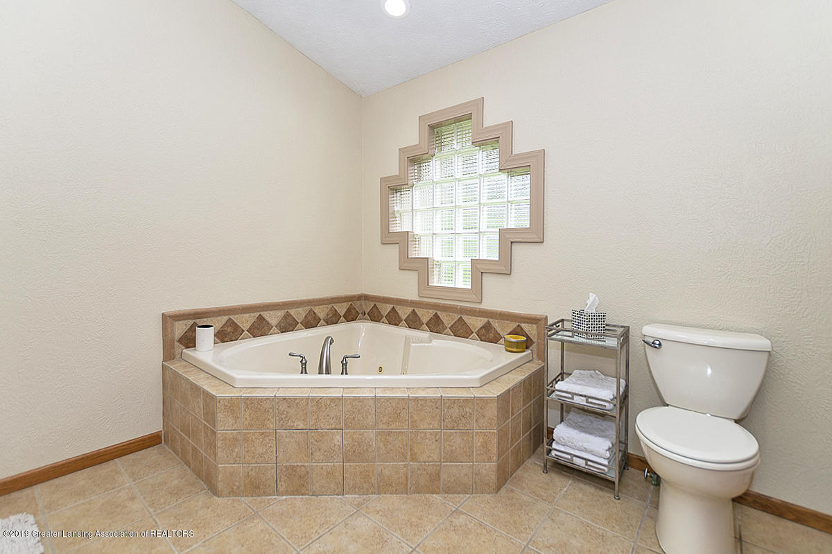 12925 E Melody Rd - Master Bath and Tub - 30