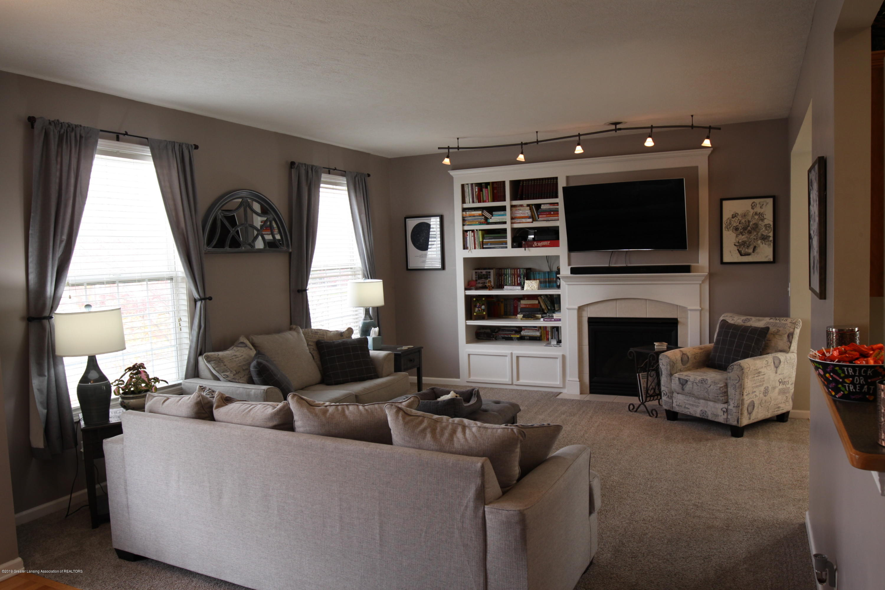 3735 Parula Dr - Living Room - 2