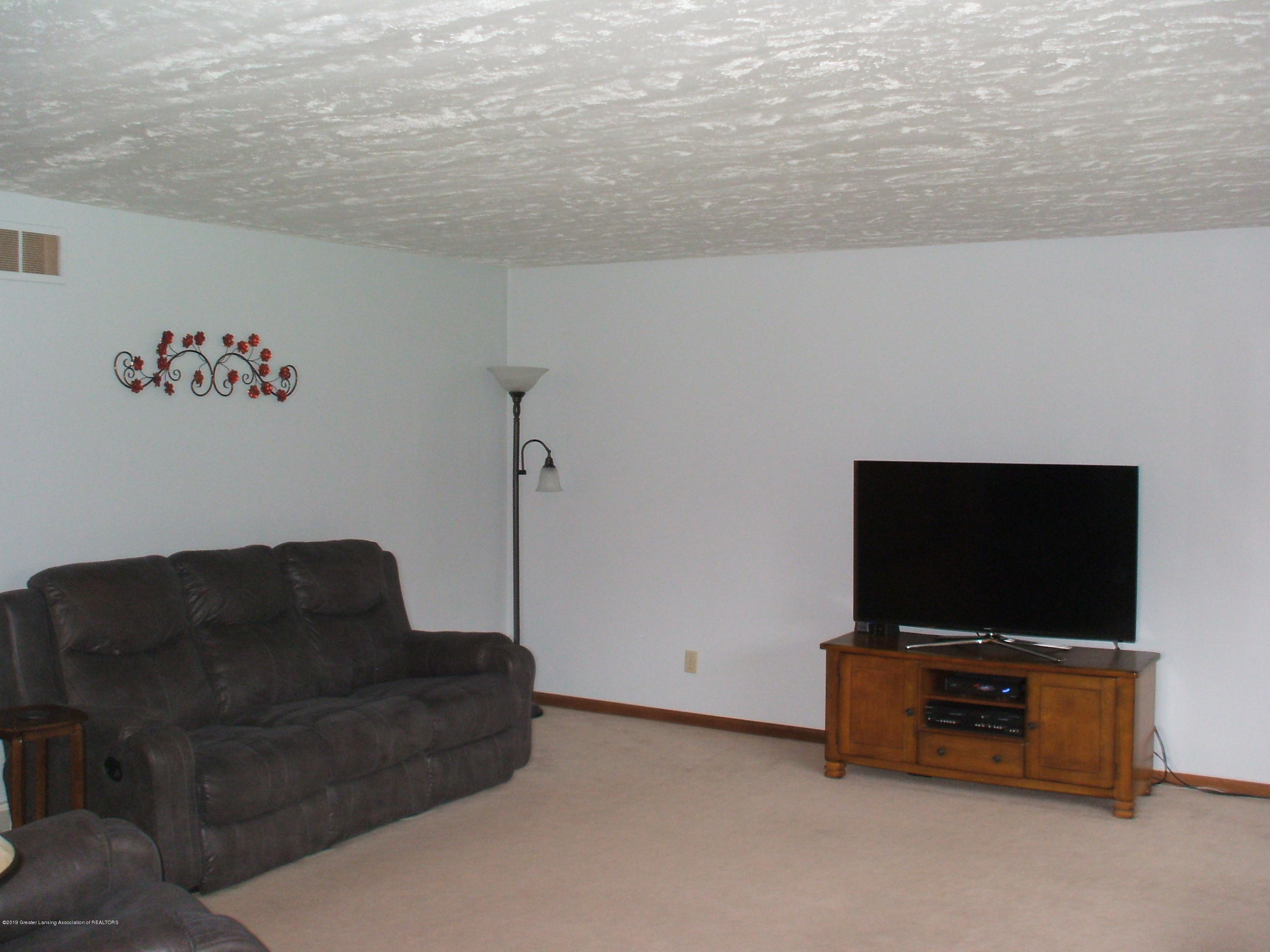 803 W McConnell St - Living Room - 6