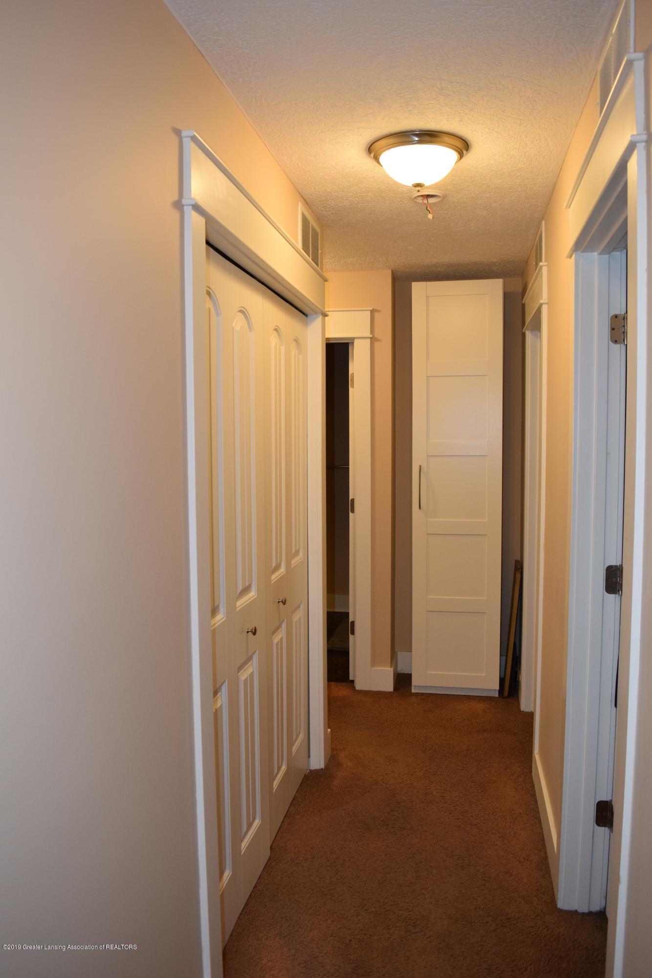 6265 Barbados Way - Upstairs hall laundry - 26