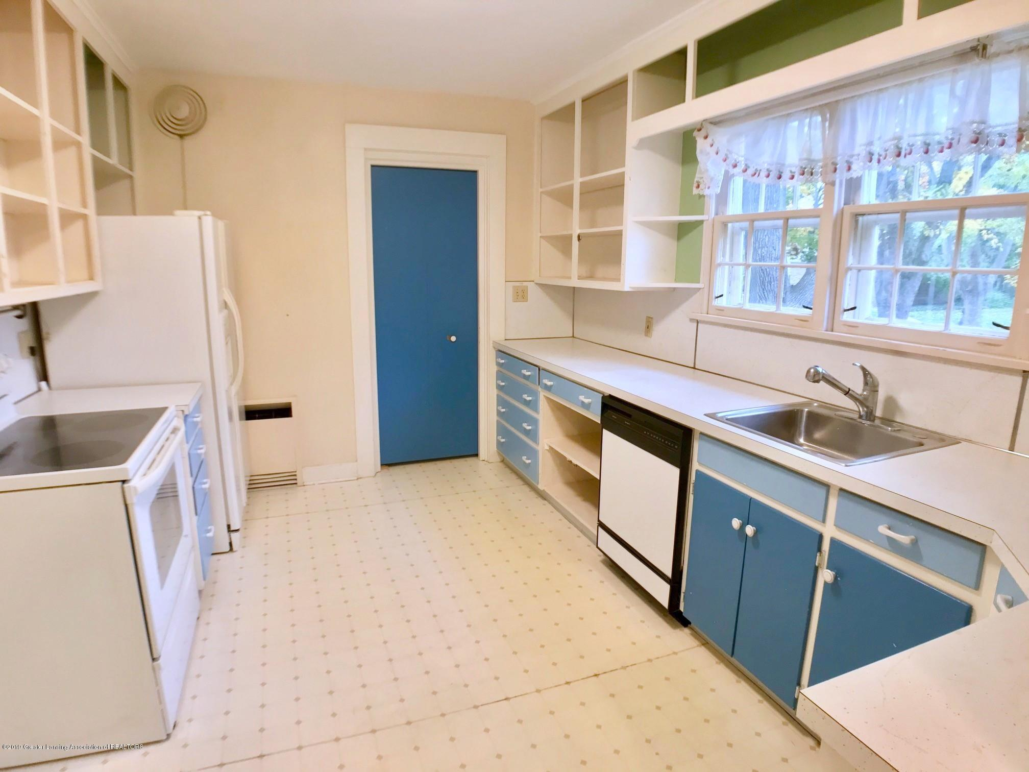 506 Marshall St - Kitchen - 10