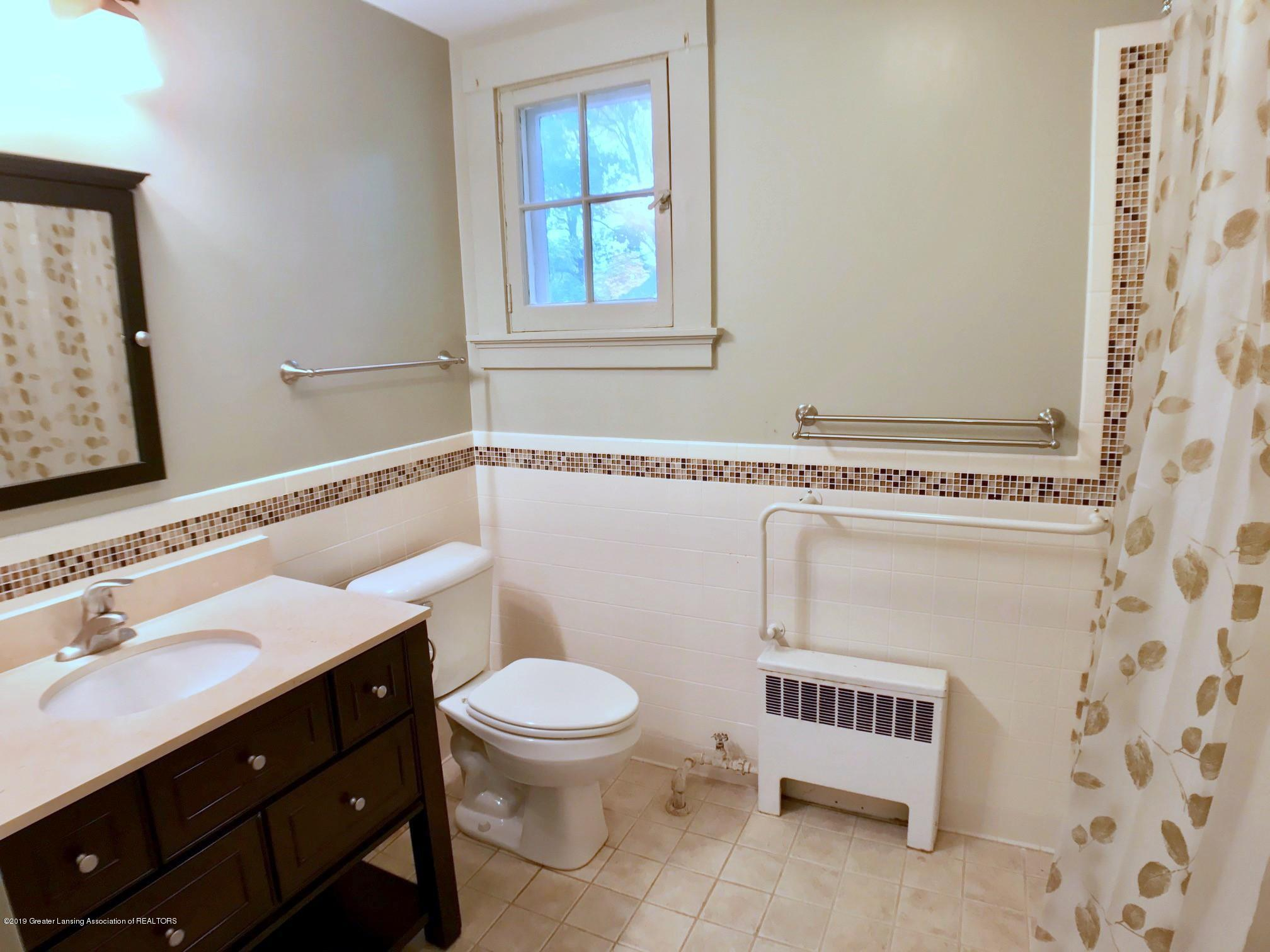 506 Marshall St - Second Floor Full Bath - 20
