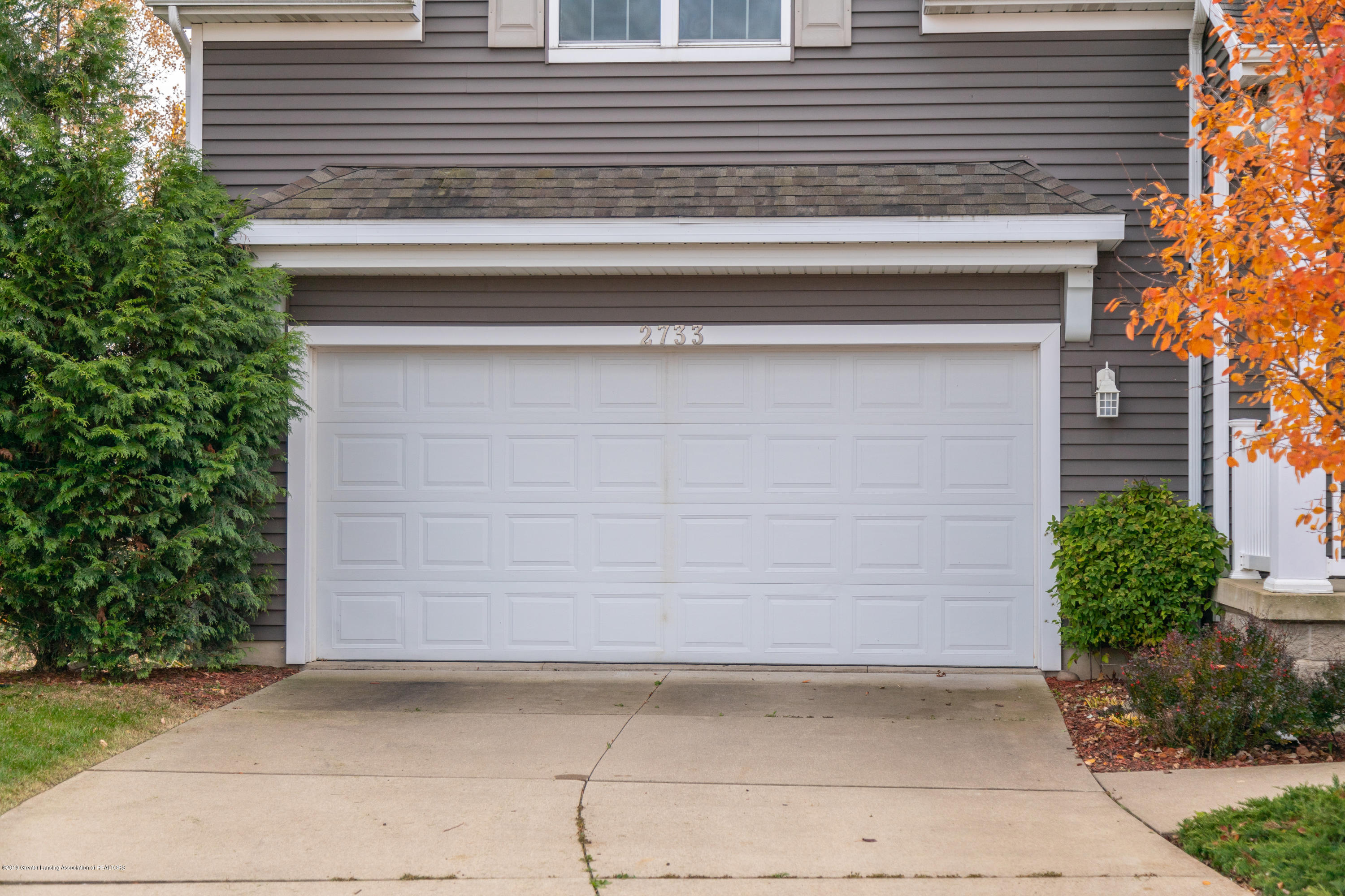 2733 Elderberry Dr - 2-Car Garage - 4