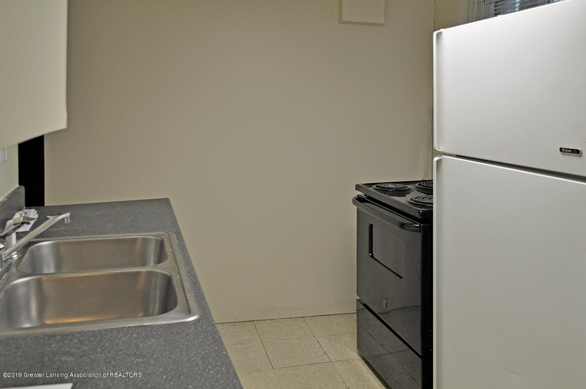 1240 Lilac Ave - Lower level kitchen - 8