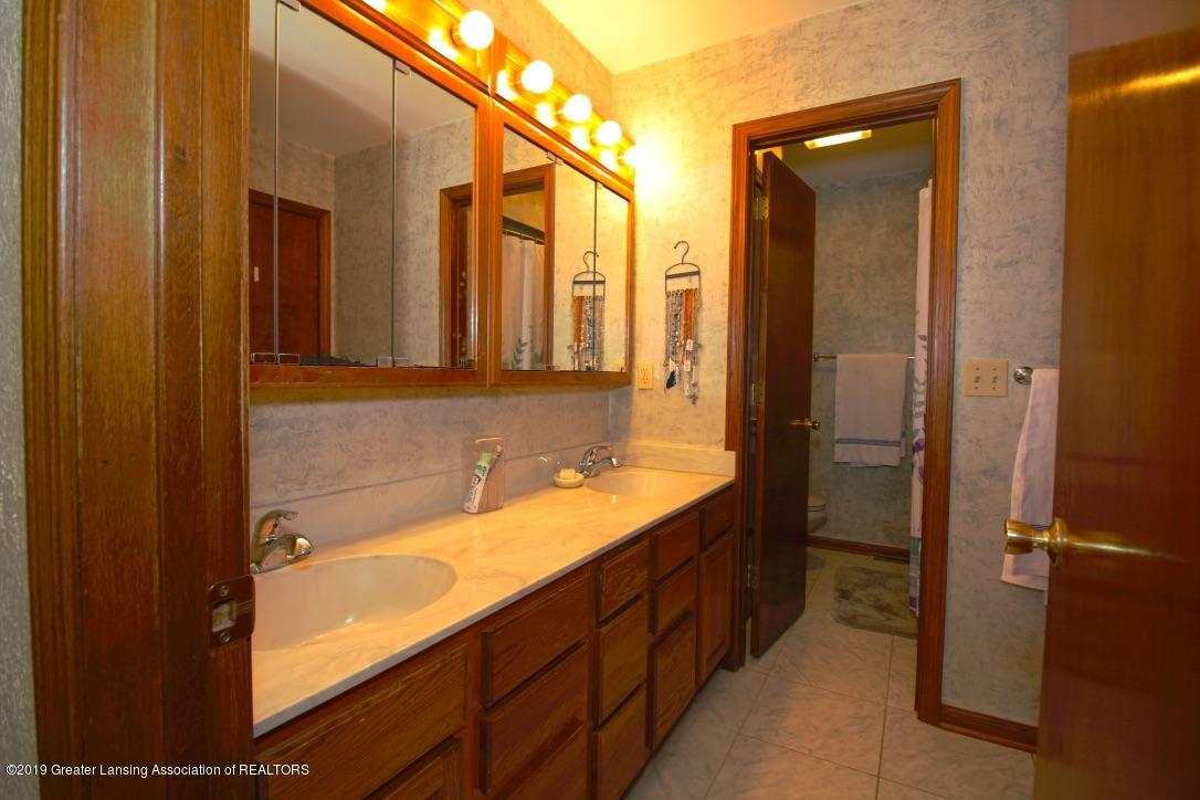 805 W Geneva Dr - Bathroom - Main Level - 15