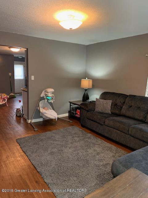 902 Glenwood Ave - Living Room - 7