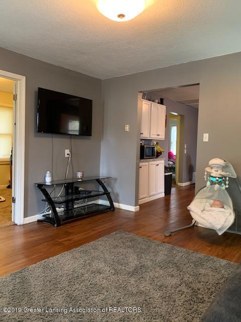 902 Glenwood Ave - Living Room - 8