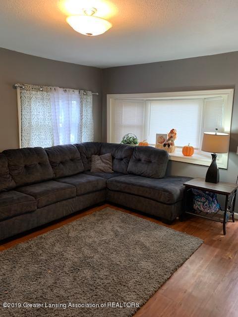 902 Glenwood Ave - Living Room - 6
