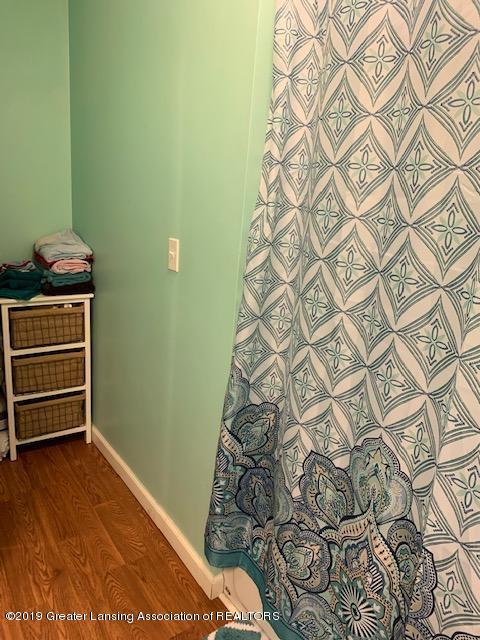 902 Glenwood Ave - Bathroom - 17