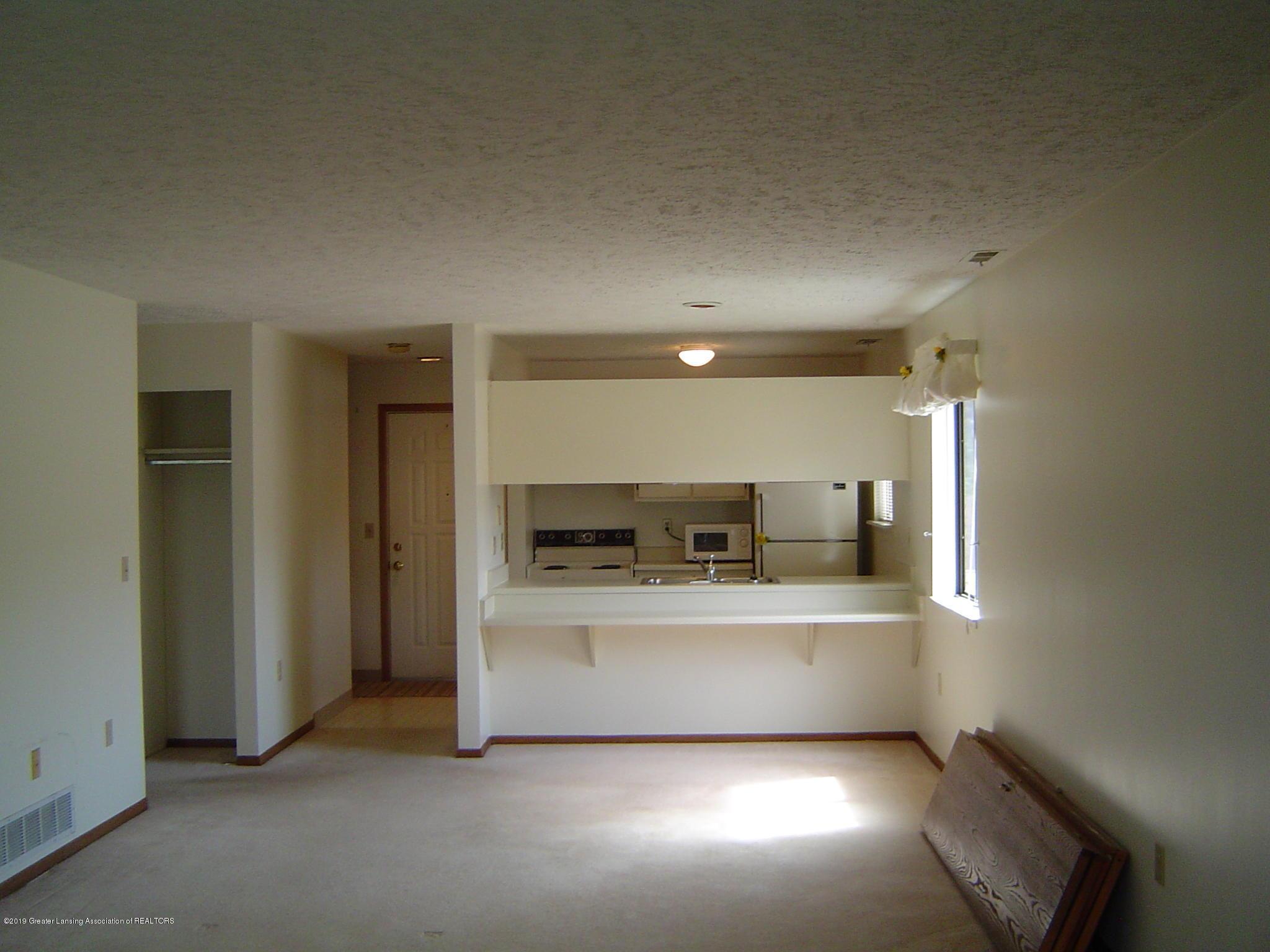 1450 E Pond Dr 10 - Living/Dining Room - 5