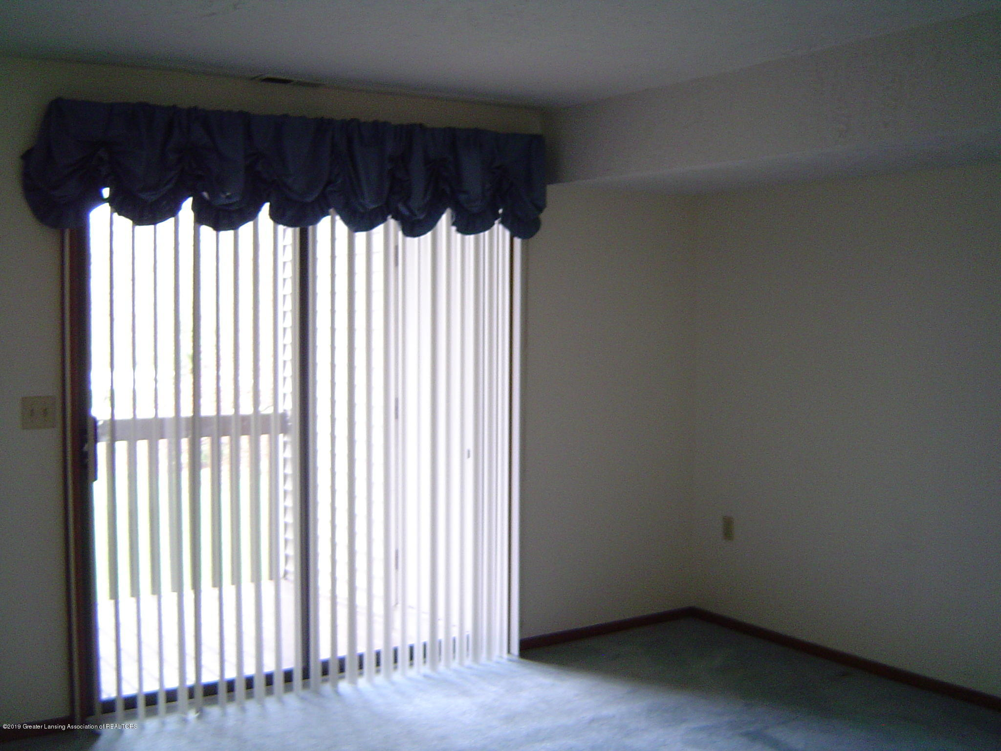 1450 E Pond Dr 10 - Living Room - 6