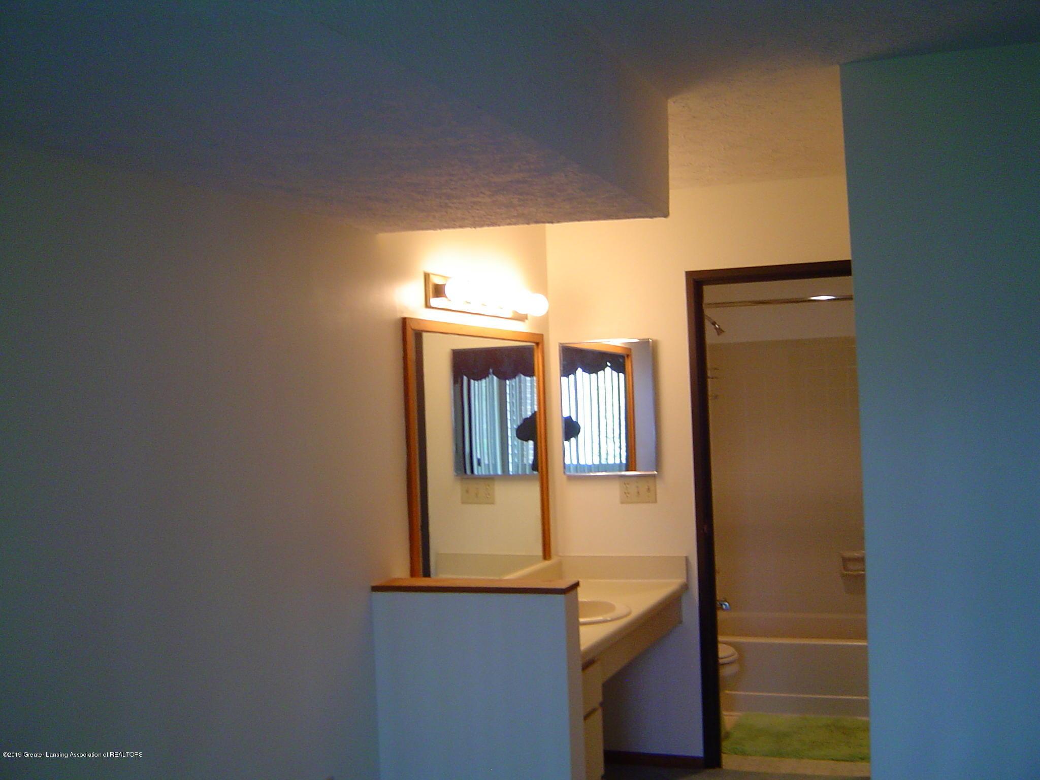 1450 E Pond Dr 10 - Bathroom - 8