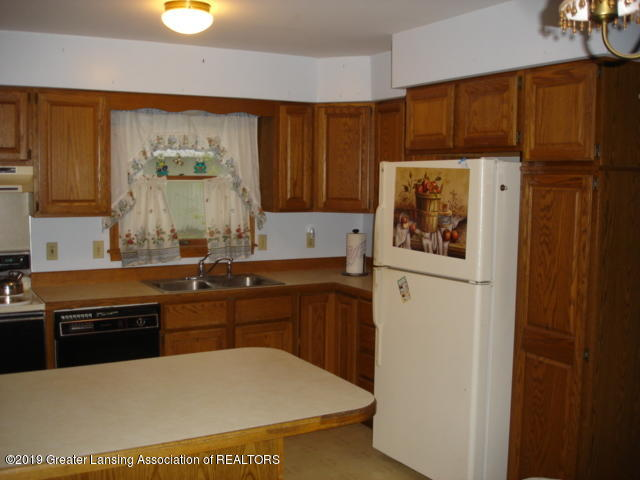 206 W Sickles St - Kitchen - 6