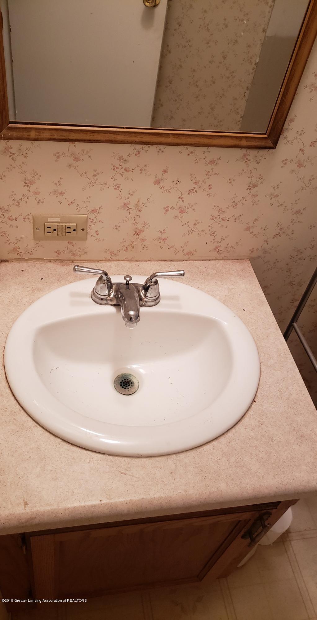 16990 Towar Ave - 2nd Bathroom Vanity - 20