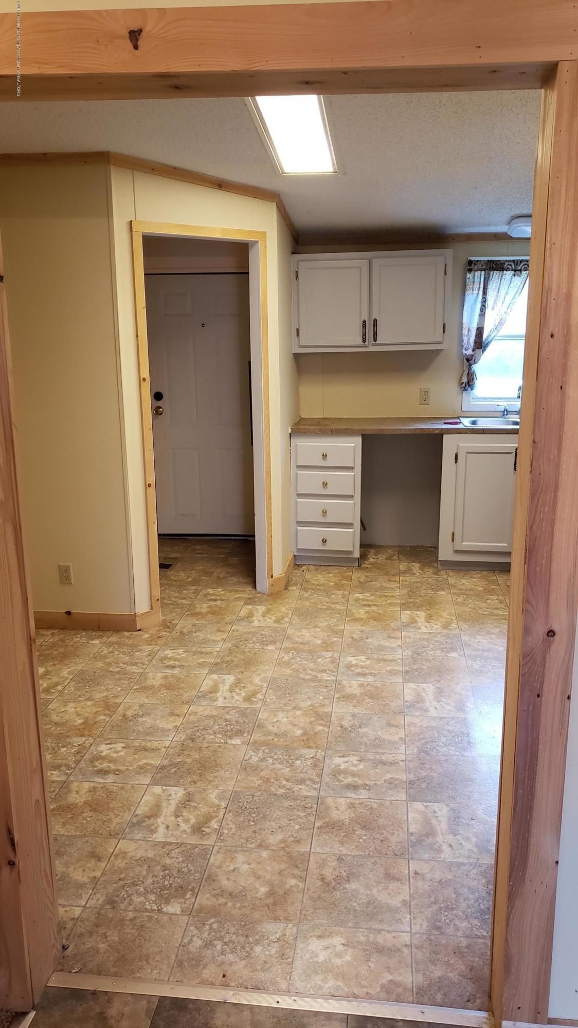16990 Towar Ave - Kitchen - 8