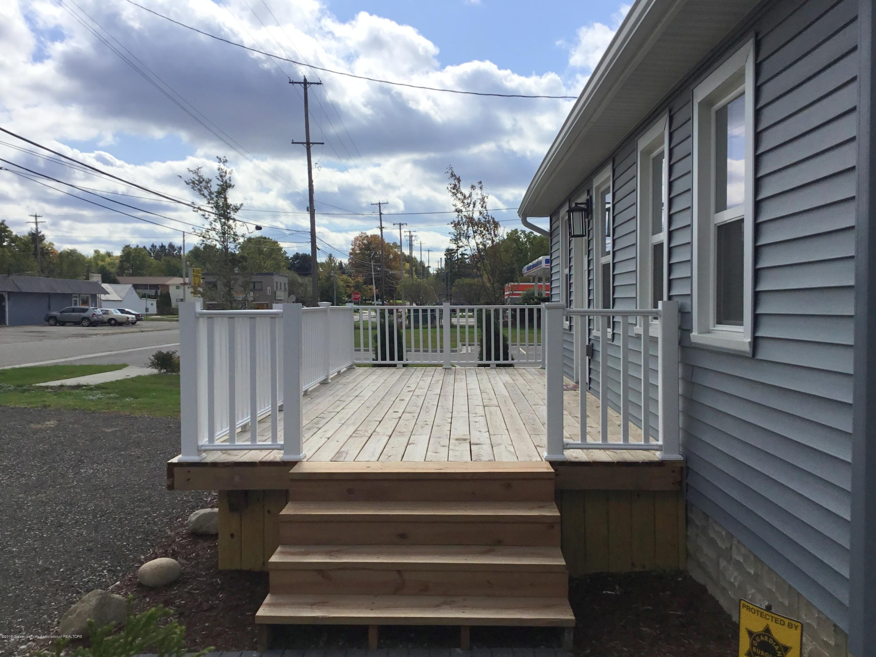 721 Clark Rd - Front porch - 24