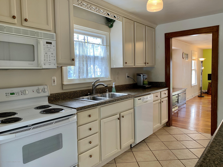 419 Hume Blvd - Kitchen - 4