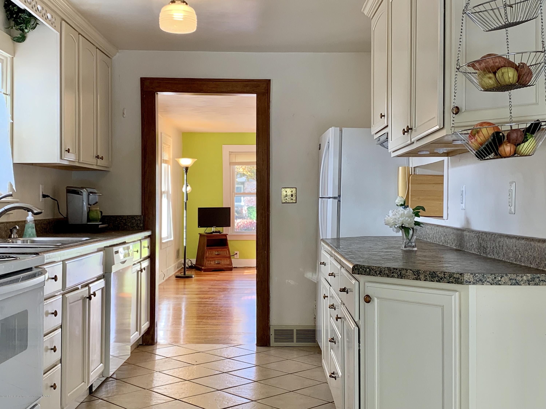 419 Hume Blvd - Kitchen - 5