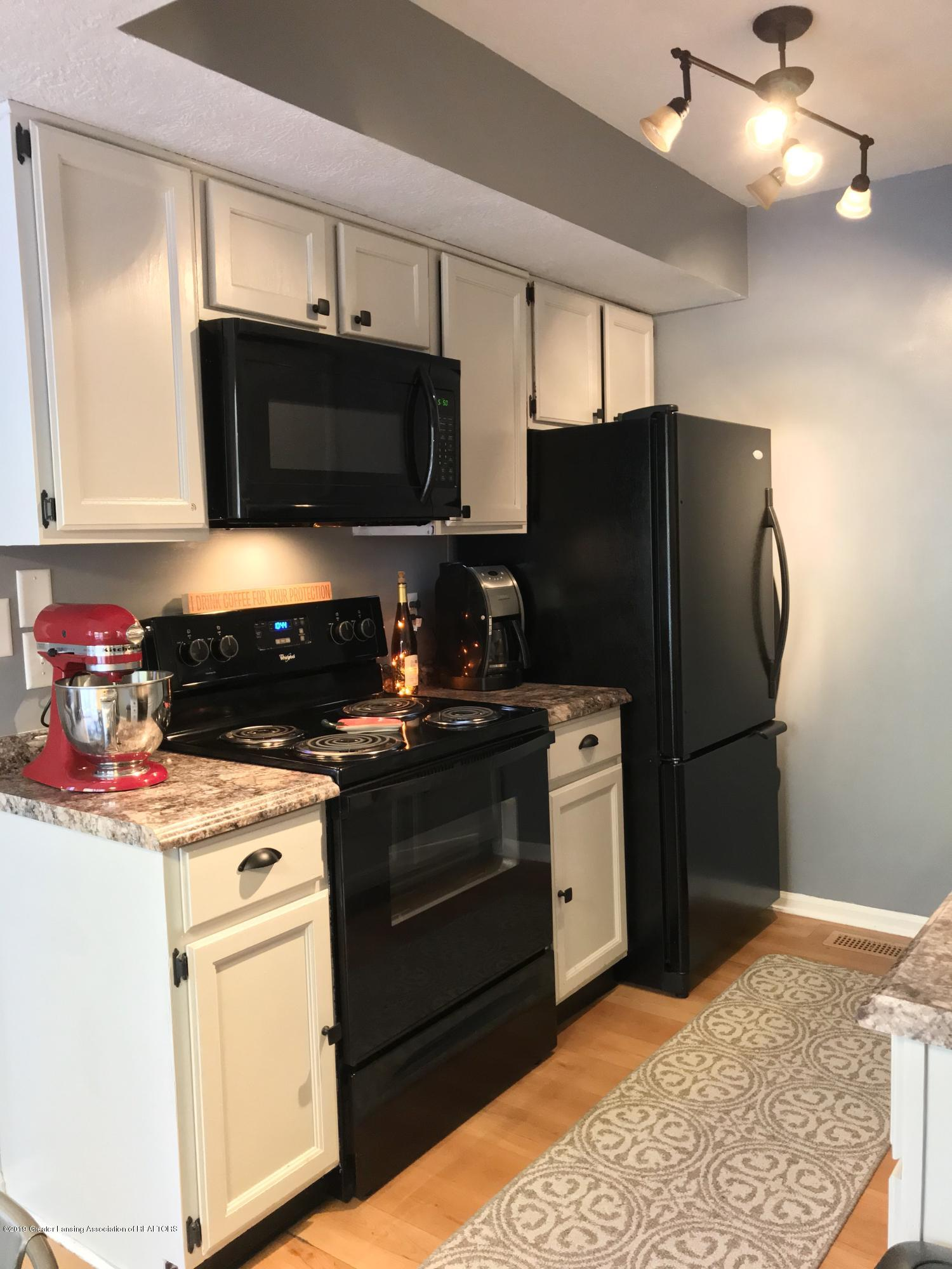 215 E Jolly Rd Apt G3 - Kitchen - 9