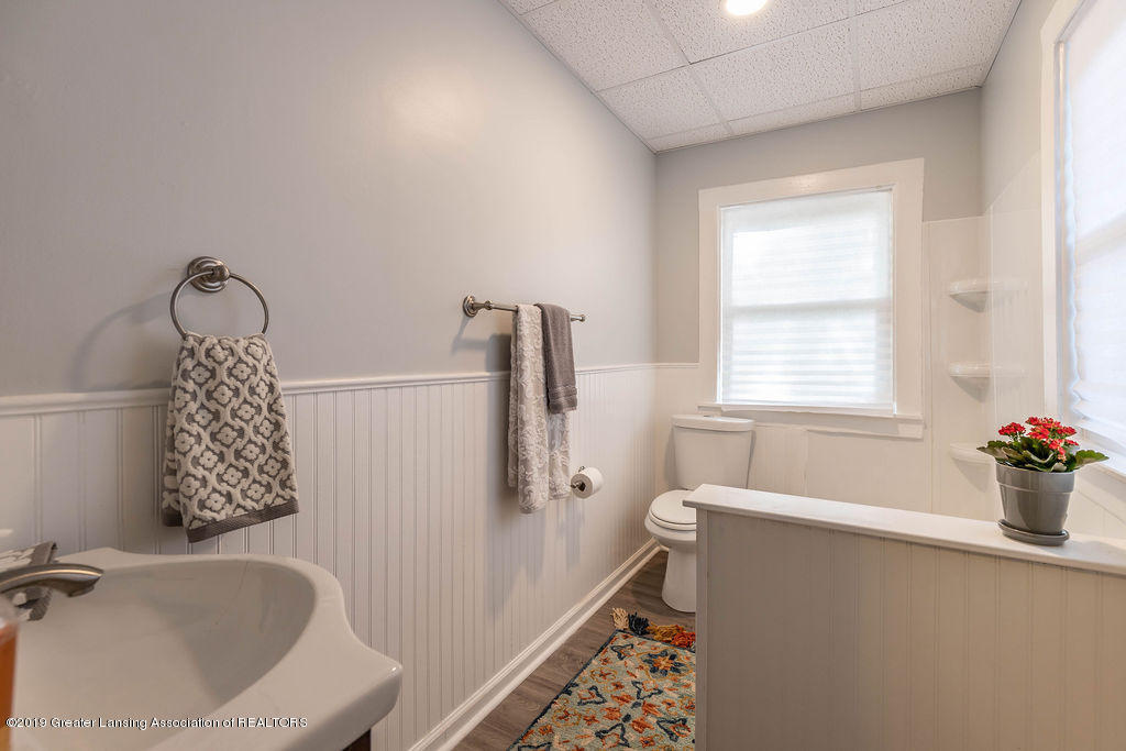 1332 Eureka St - 1st Floor Full Bath - 12
