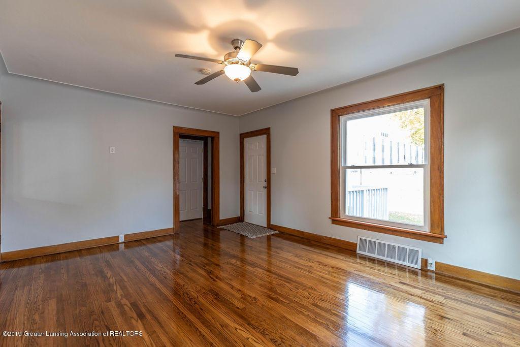 1332 Eureka St - Front Entrance/Living Rm - 6
