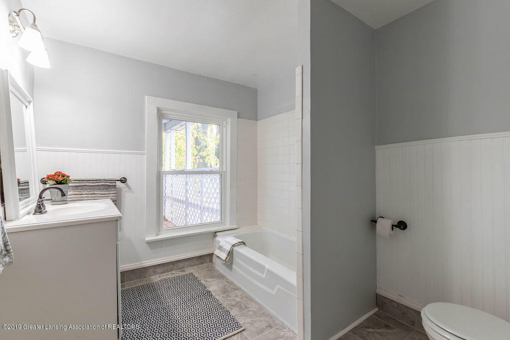 1332 Eureka St - New Vanity/Flooring/Finishes - 17