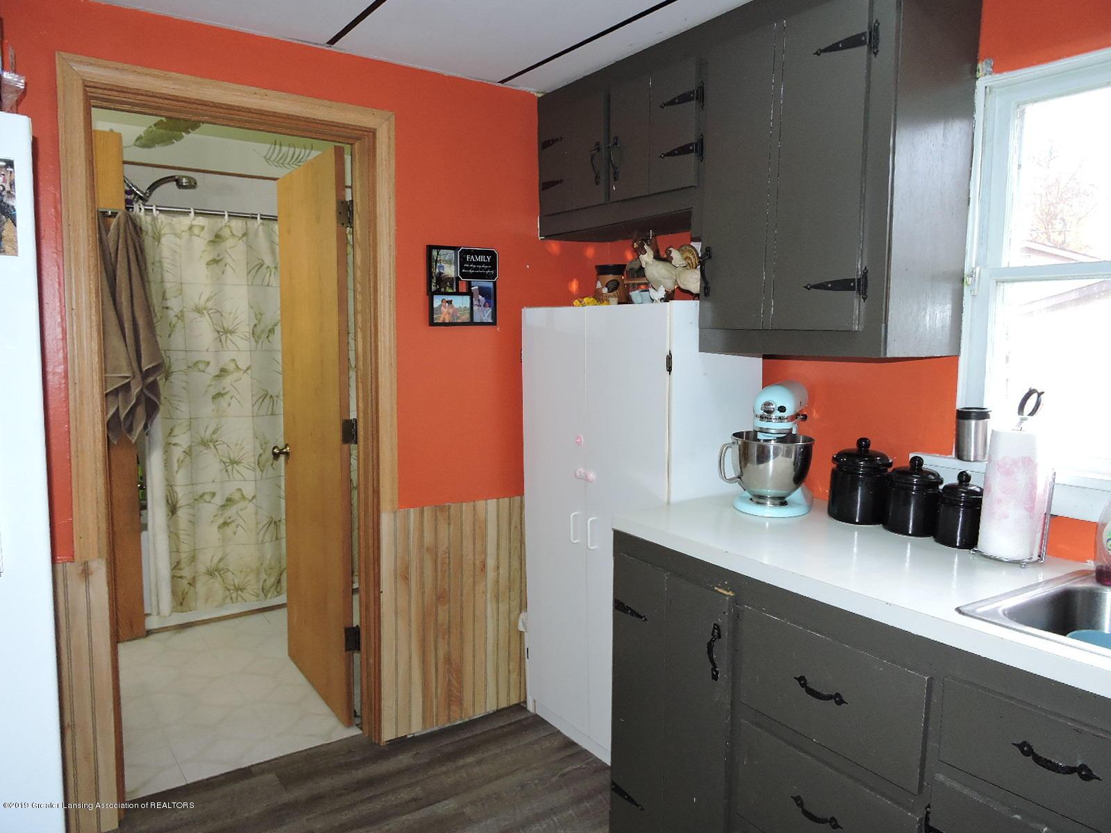 632 Hyatt St - Kitchen - 8