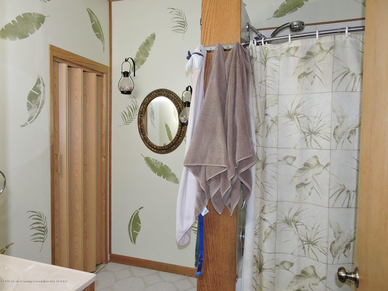 632 Hyatt St - Full Bath - 11
