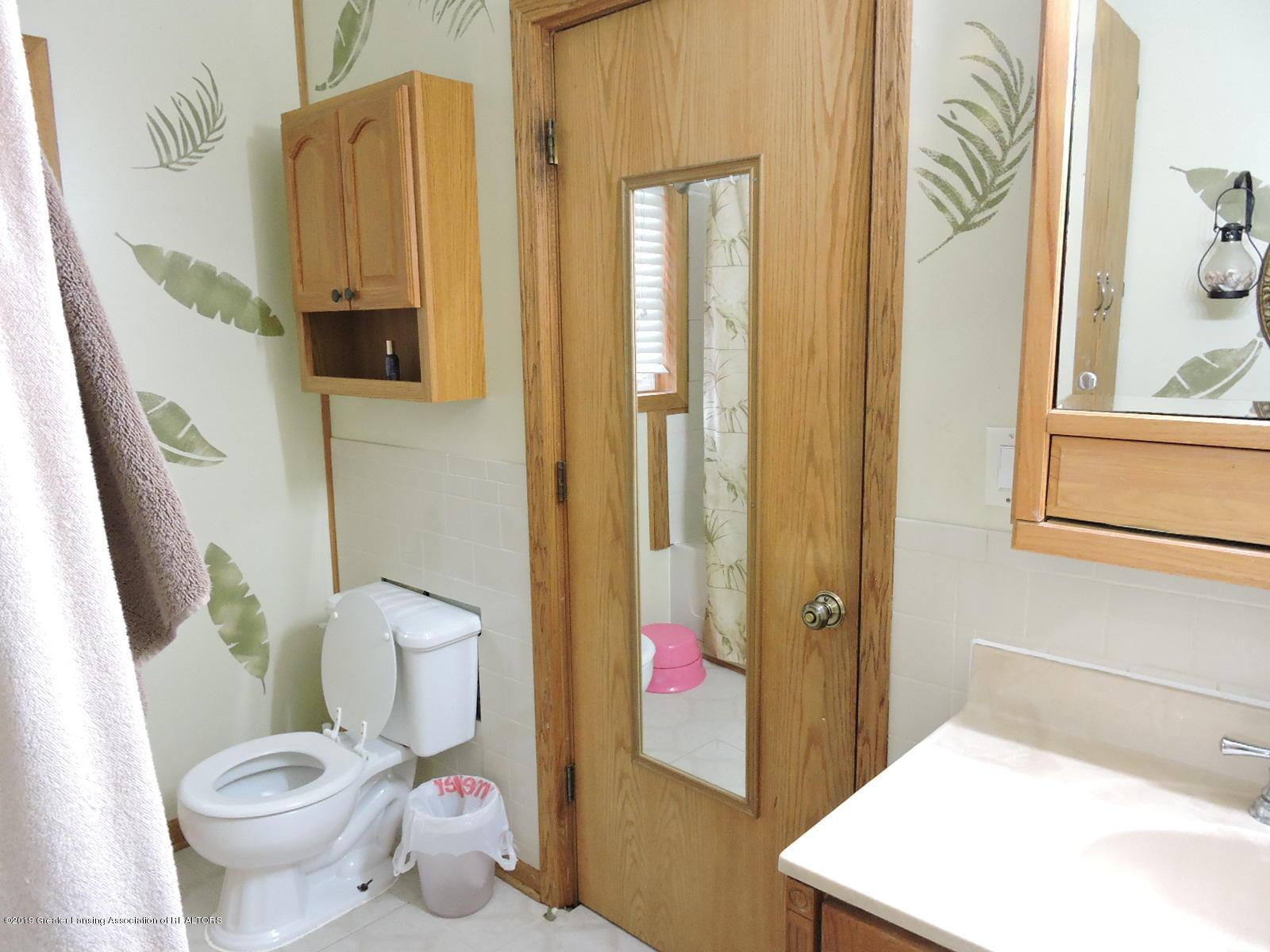 632 Hyatt St - Full Bath - 12