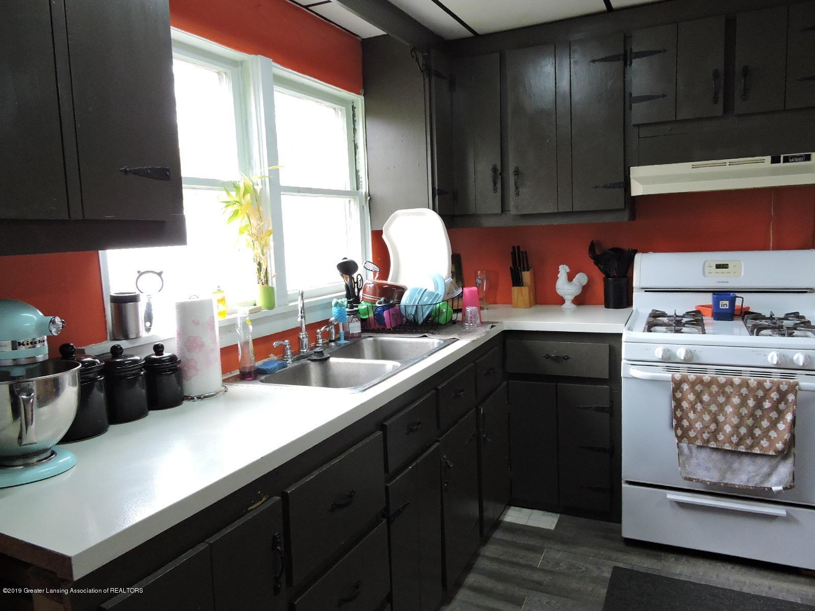 632 Hyatt St - Kitchen - 9