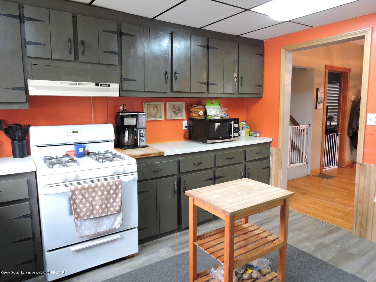 632 Hyatt St - Kitchen - 10