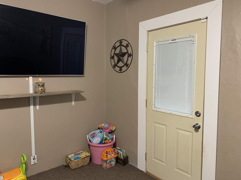 632 Hyatt St - Living Room - 14