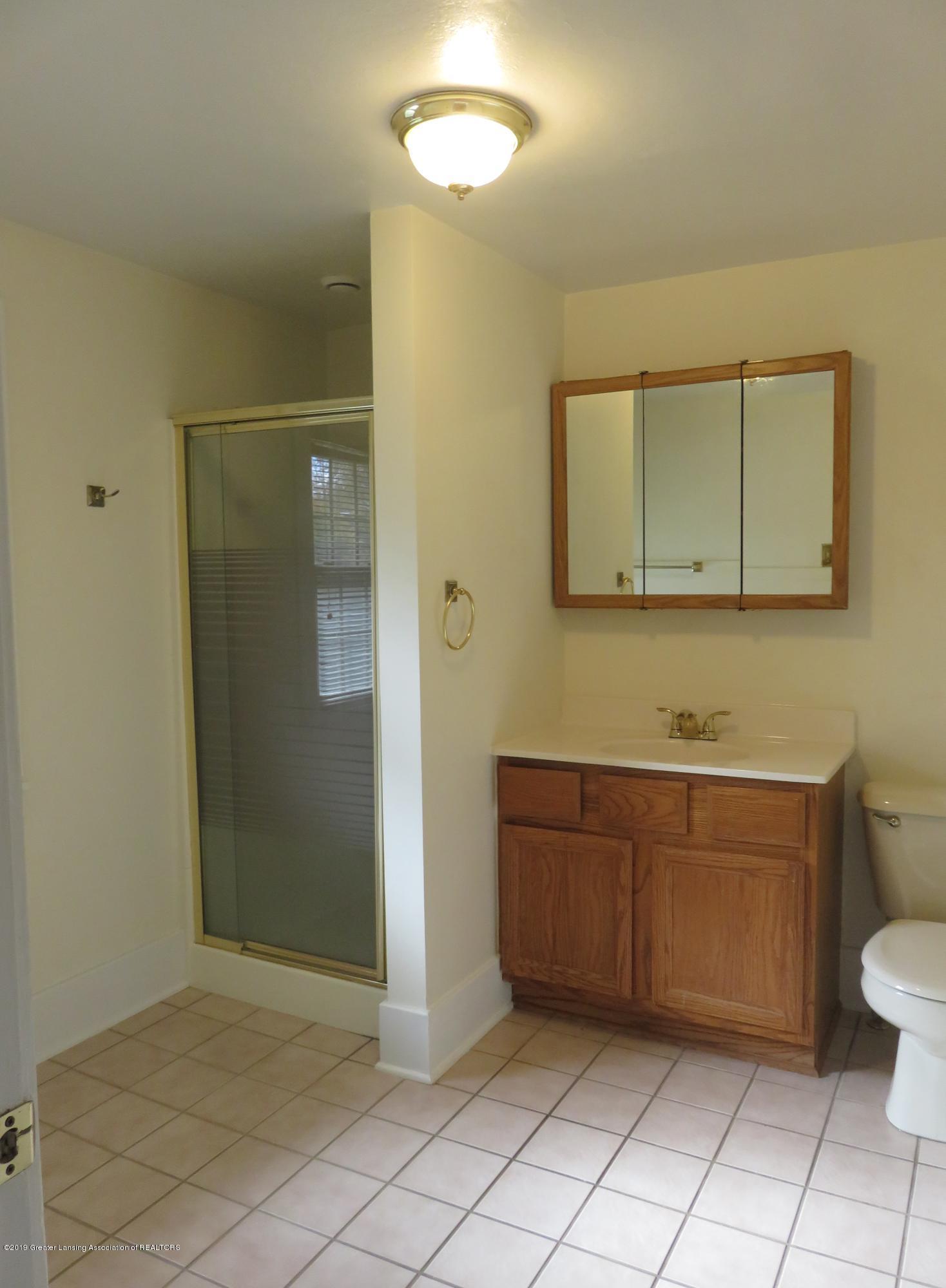 611 N Francis Ave - Very Large Bathroom - 13