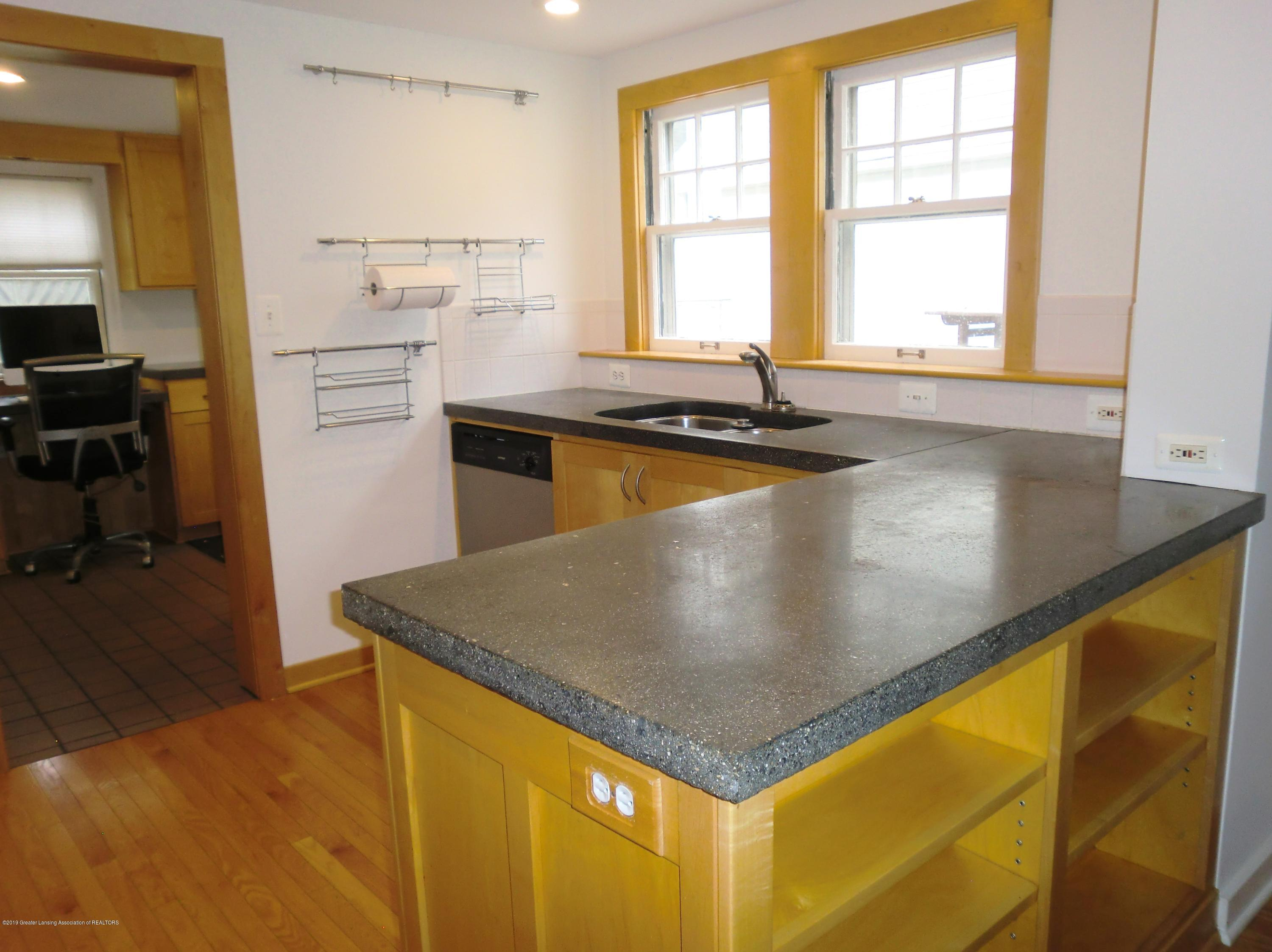 704 Beech St - Kitchen - 4