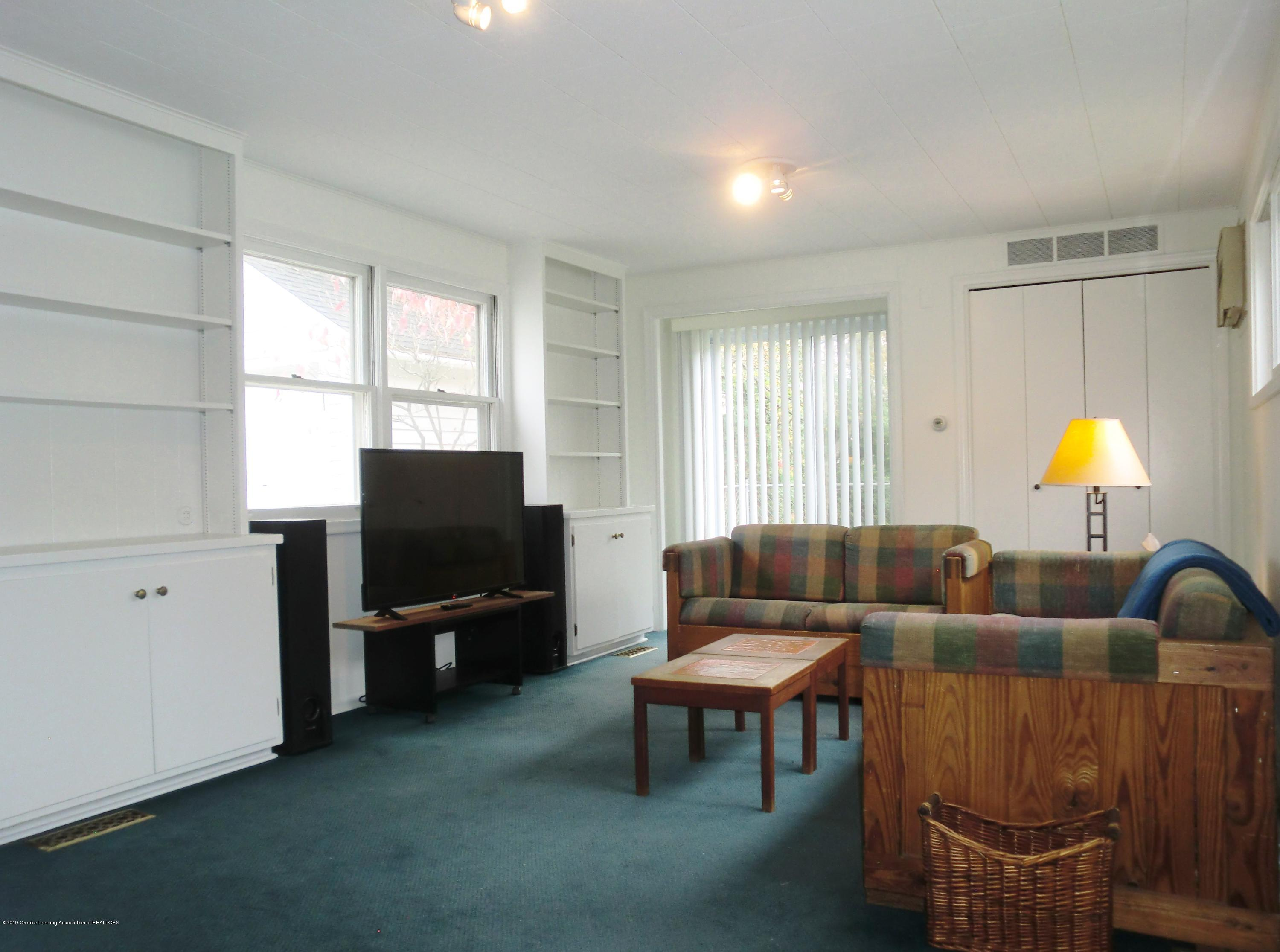 704 Beech St - Family Room - 10